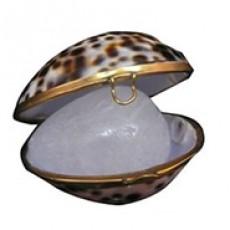 Дезодорант минеральный Tawas Crystal в раковине